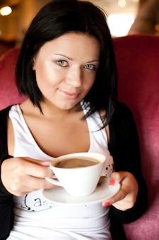 Jeune, femme, séance, café, boire, café