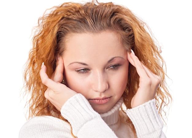 Jeune femme souffrant de maux de tête