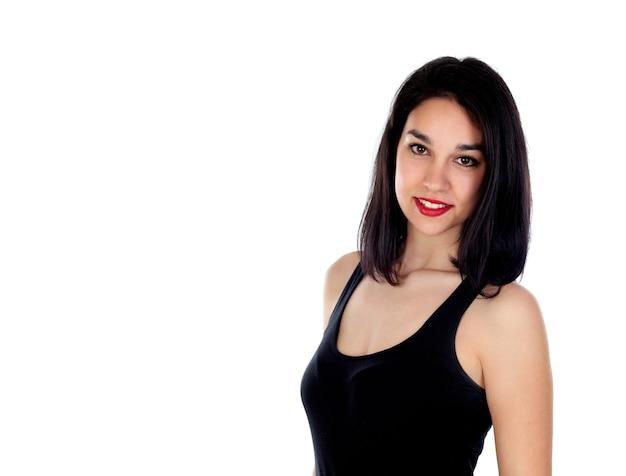 Jeune femme souriante avec des vêtements noirs ajustés
