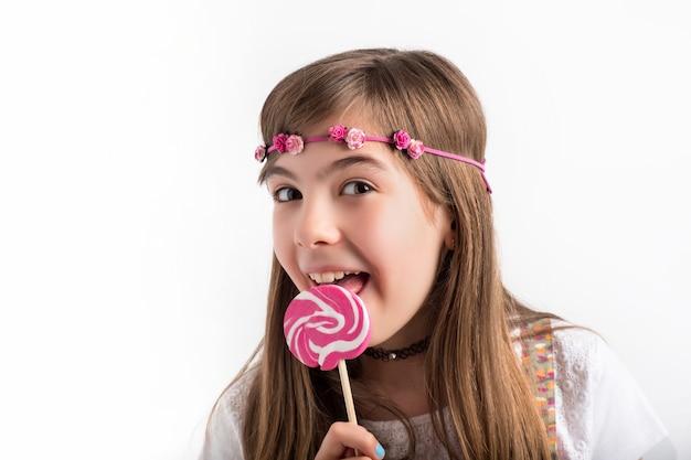 Jeune femme, à, sucette rose