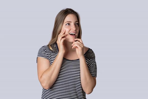 Jeune femme surprise