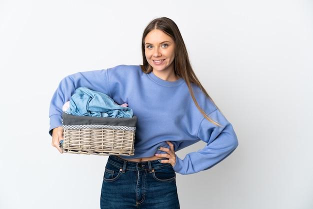 Jeune femme, tenue, a, panier vêtements