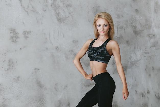 Jeune femme en tenue de sport