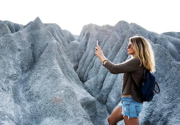 Jeune femme voyage nature concept