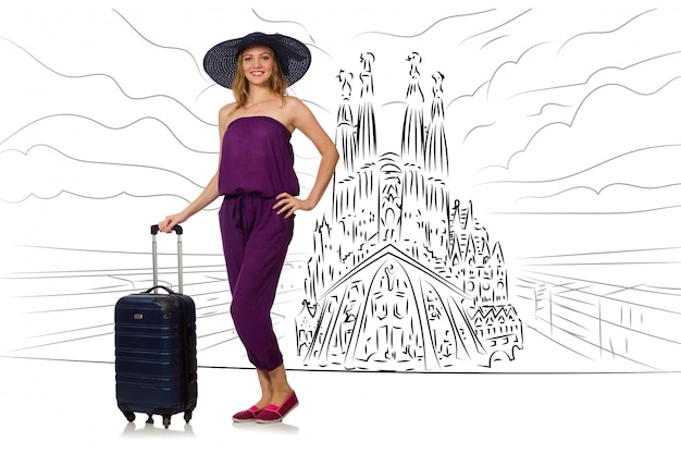 Jeune femme voyageant en espagne pour voir la sagrada familia