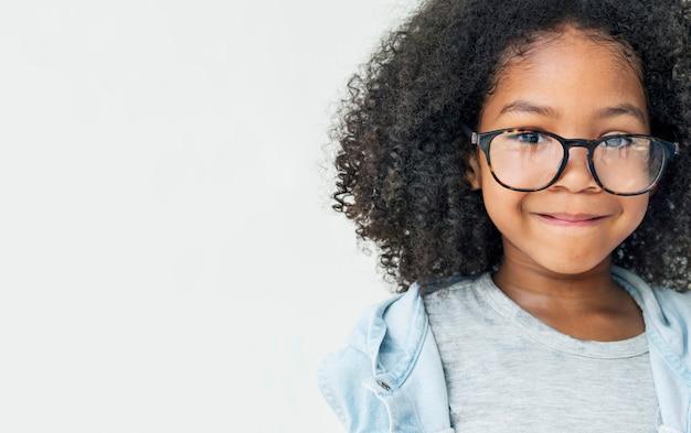 Jeune fille africaine smling fun concept rétro de bonheur