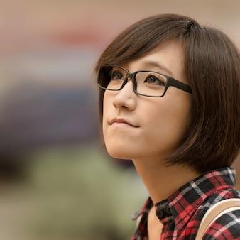 Jeune fille asiatique au centre commercial de taipei, taiwan.