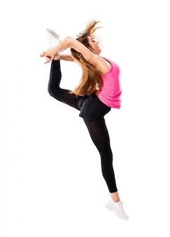 Jeune fille danse isolée