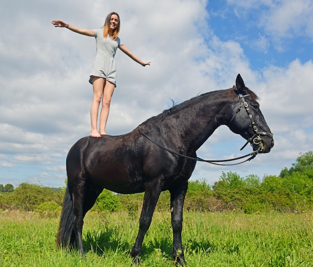 Jeune fille d'équitation
