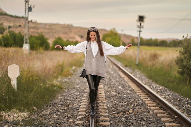 Une jeune fille prend la route de son avenir