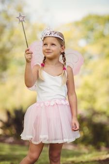 Jeune fille se faisant passer pour une fée