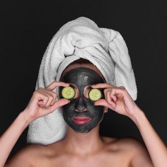 Jeune fille, utilisation, soin peau