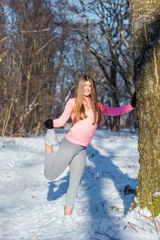 Jeune fille va faire du sport à winter park.