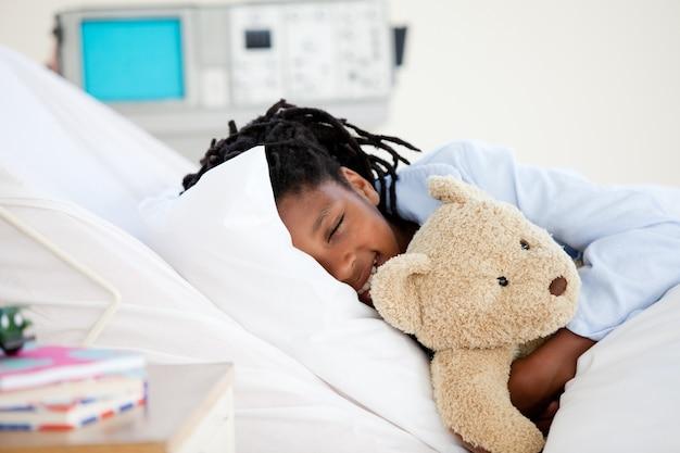 Jeune garçon à l'hôpital