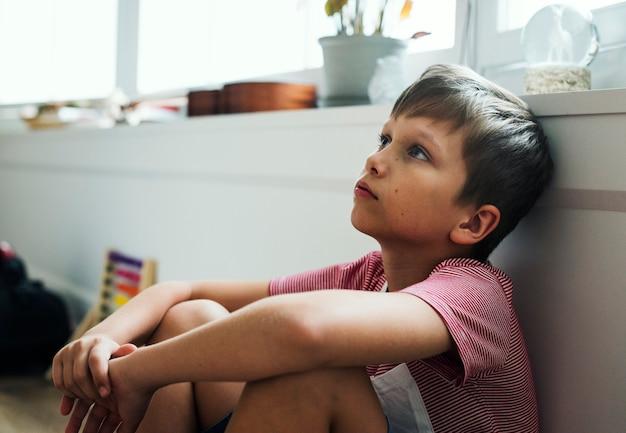 Jeune garçon souffrant de dépression