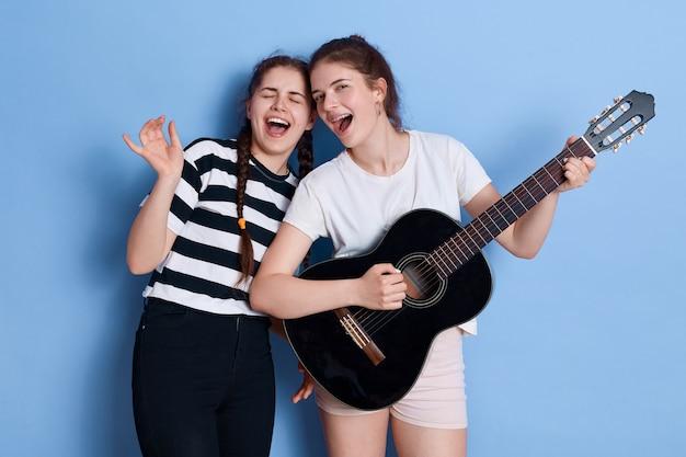 Jeune groupe en répétition