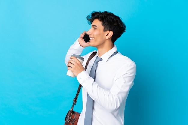 Jeune homme d'affaires argentin