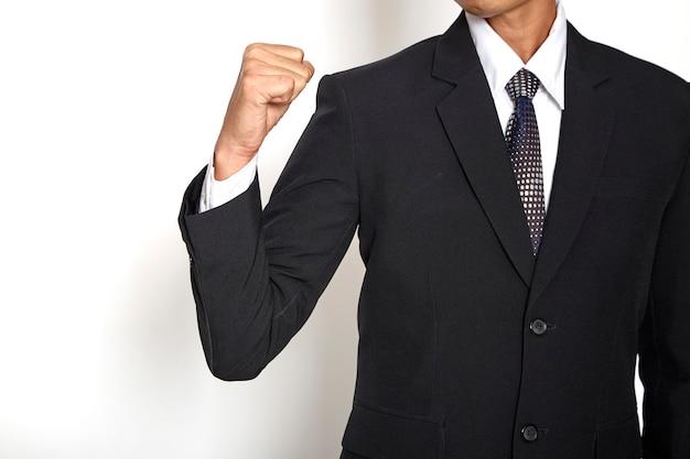 Jeune homme d'affaires asiatique célébrant