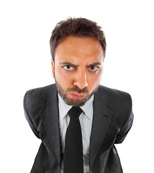 Jeune homme d'affaires avec expression d'indécision
