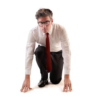 Jeune homme d'affaires prêt à travailler dur