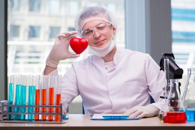 Jeune homme au concept médical