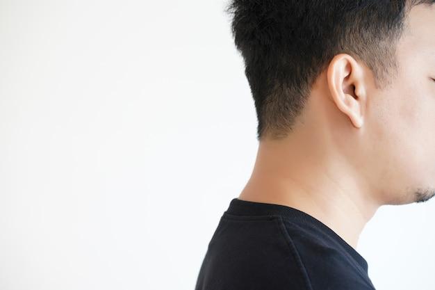 Jeune homme, audition, perte, ondes sonores, simulation, technologie