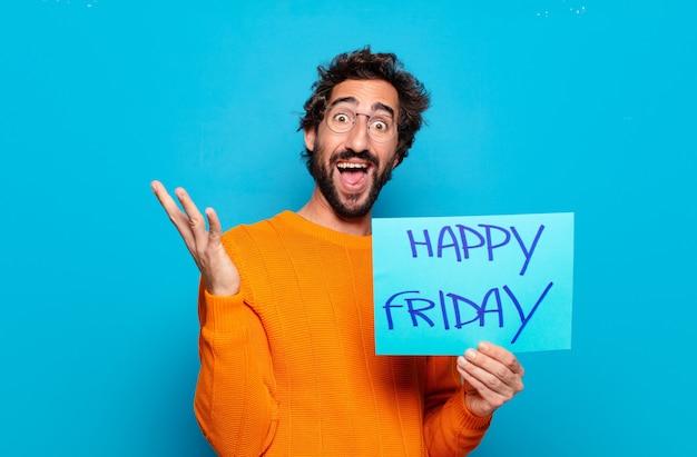 Jeune homme barbu, concept de vendredi heureux