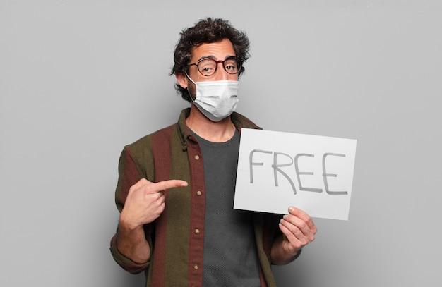 Jeune homme barbu avec un masque médical et un concept de bannière gratuit