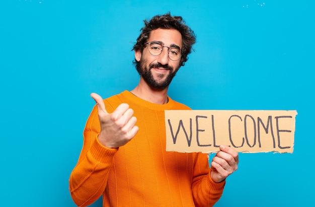 Jeune homme barbu tenant un panneau de bienvenue