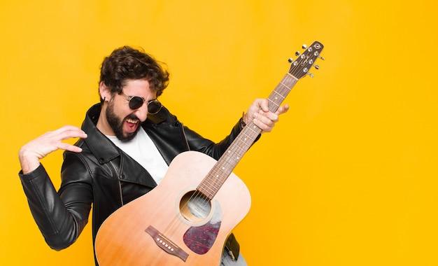 Jeune homme beau musicien