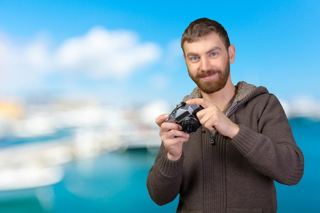 Jeune homme avec caméra