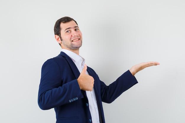 Jeune homme en chemise