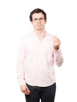 Jeune homme confus faisant un geste italien de ne pas comprendre