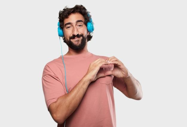 Jeune homme cool exprimant avec des écouteurs