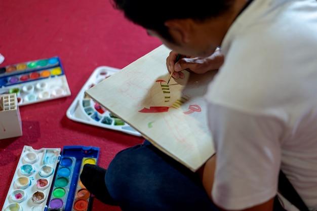 Jeune homme, à, crayon, esquisser, dans, studio, de, arts