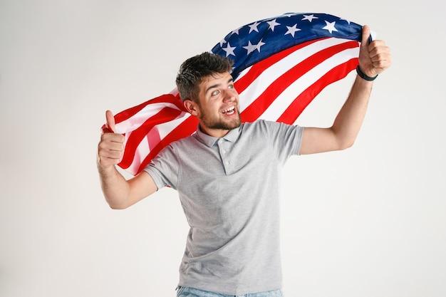 Jeune Homme Avec Le Drapeau Des états-unis D'amérique Photo gratuit