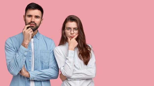 Jeune homme, et, femme, dans, chemises, poser
