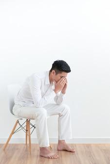 Jeune homme frustré