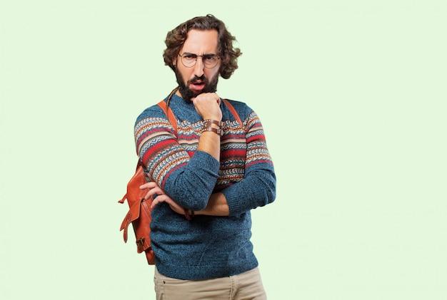 Jeune homme hippie confus