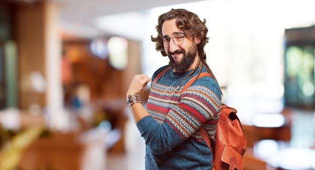 Jeune homme hippie forte pose