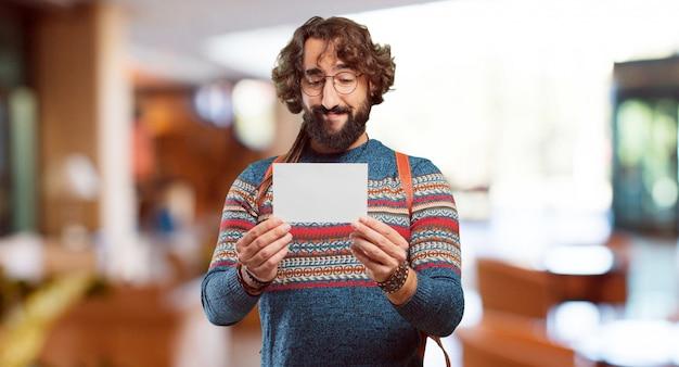 Jeune homme hippie avec une pancarte