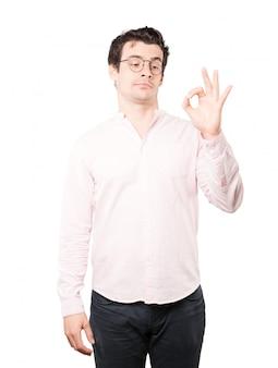 Jeune homme inquiet doutant et faisant un geste d'approbation
