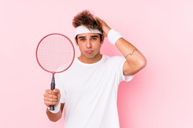Un jeune homme jouant au badminton étant choqué, elle se souvient d'une réunion importante
