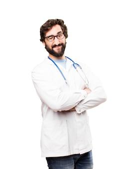 Jeune homme médecin regardant l'oeil