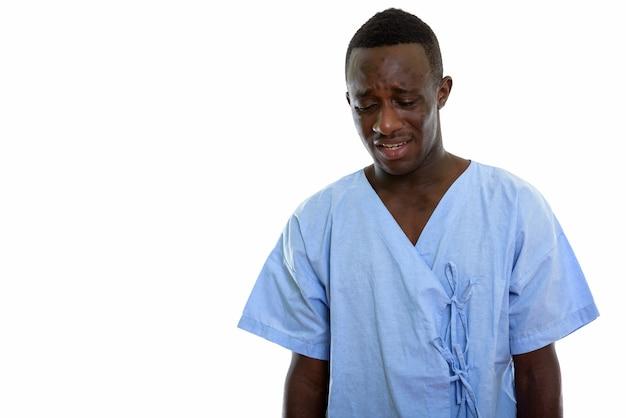 Jeune homme noir africain patient à la triste