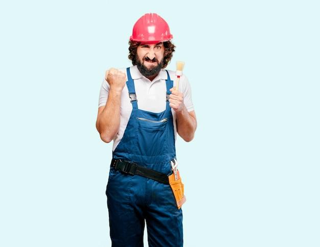 Jeune homme ouvrier avec un pinceau