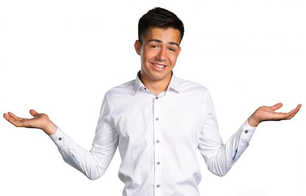 Jeune homme pose