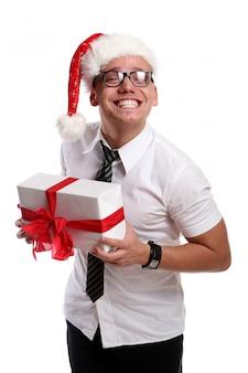 Un jeune homme séduisant avec sourire