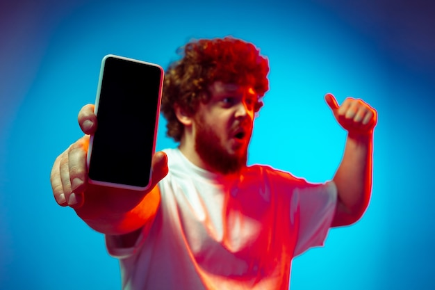 Jeune homme, à, smartphone