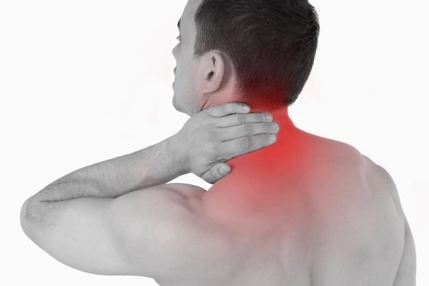 Jeune homme souffrant de douleurs au cou
